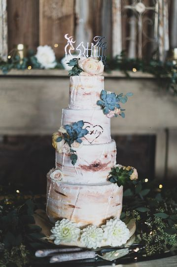 Beautiful rustic wedding cake