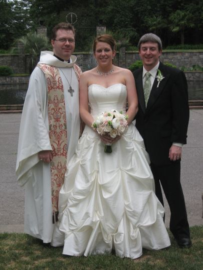 Couple photo with the officiant