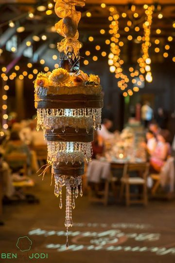 chandelier cake hitched sam and ben7