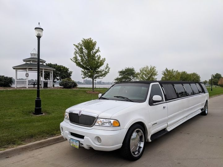 Tmx Img 20180825 095324 51 185249 1564632604 Davenport, IA wedding transportation