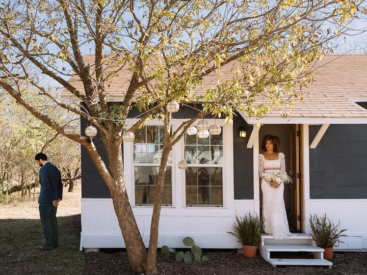 Tmx Austin Wedding Photography Riley Glenn Photography 24 51 1890349 160821452041428 Dale, TX wedding venue