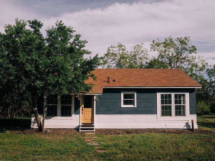 Tmx Farmhouse Spring Close 51 1890349 158595263367874 Dale, TX wedding venue
