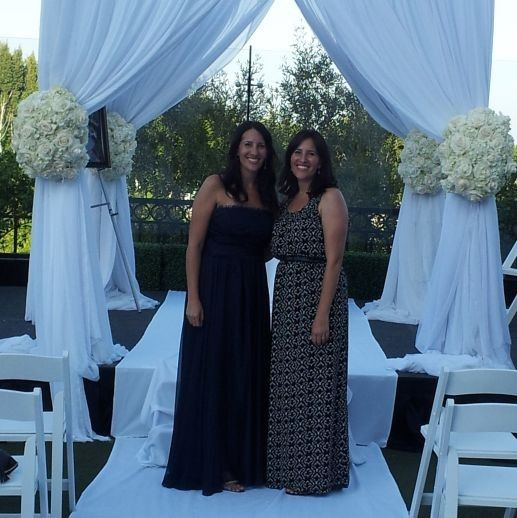 m and d under chuppah