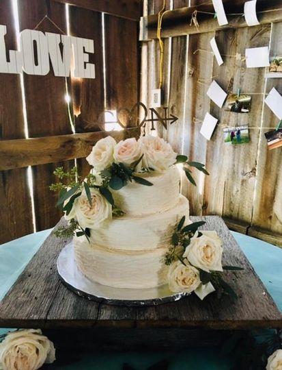 Simple and elegant cake display
