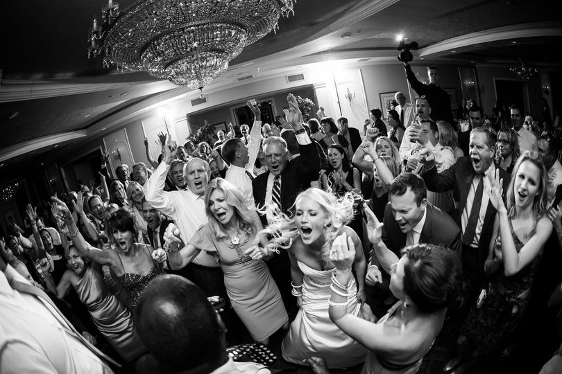 Crowd & bride dancing