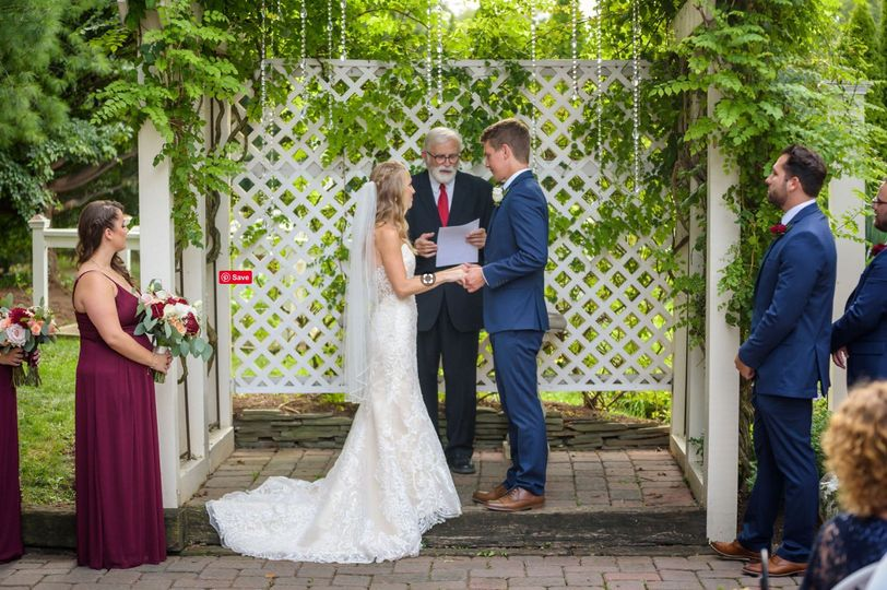 Live Streaming - couple with the officiant