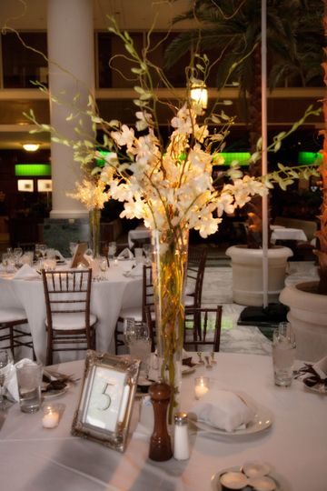 golden reception centerpiece