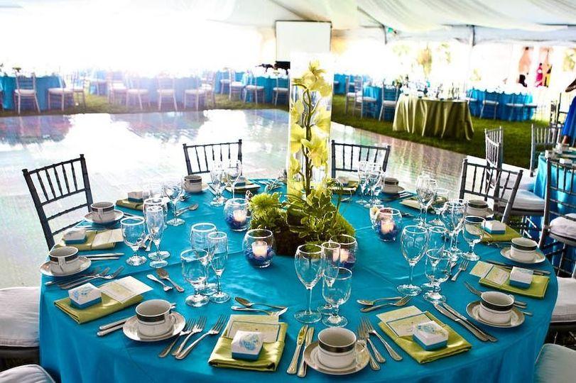 table setting tall arrangemen