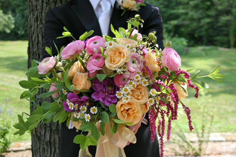 A Sumer bouquet overflowing with English garden roses, by White Magnolia Designs.