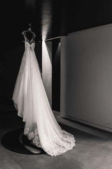 Elope in Rome, wedding dress..
