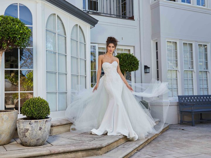 Tmx 1515791387 5d54d68114af552b 1515791381 Fb68d44ddbafaf9b 1515791433607 16 Leah Da Gloria Be New York, NY wedding dress