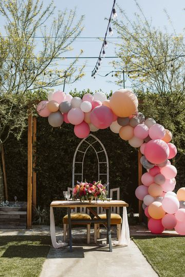 Balloon arch sweetheart table