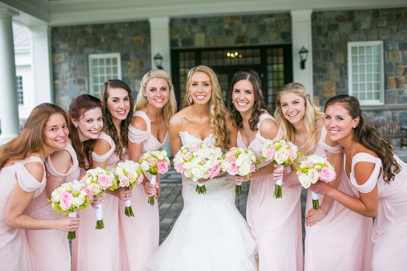 Classic blush & pink bouquets.