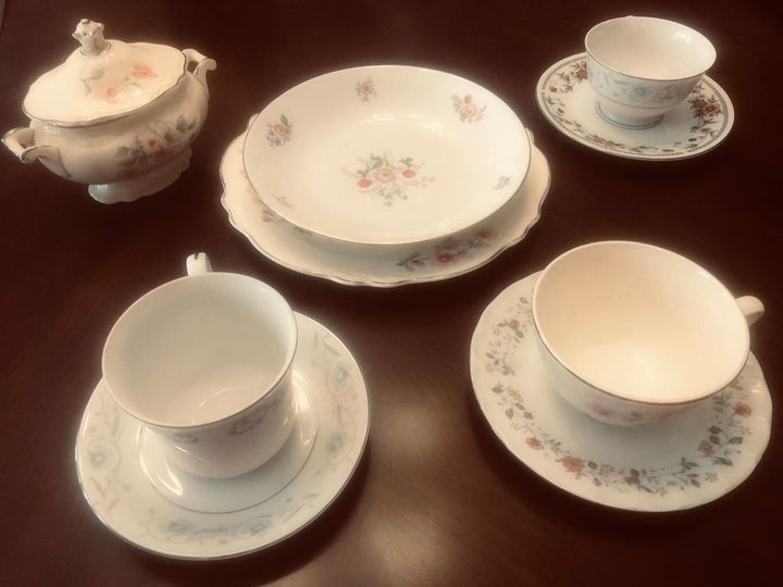 Teacups, creamer, bowls