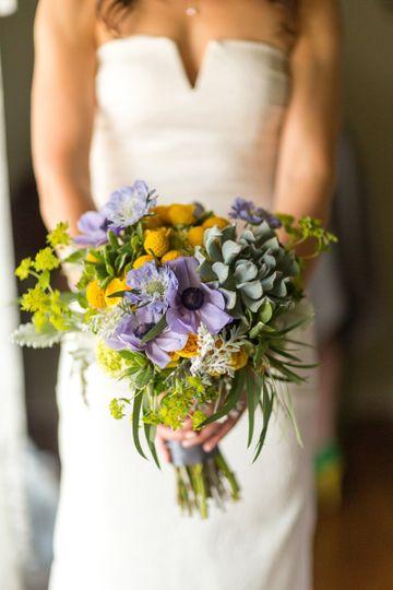 Springy bouquet w/ succulents