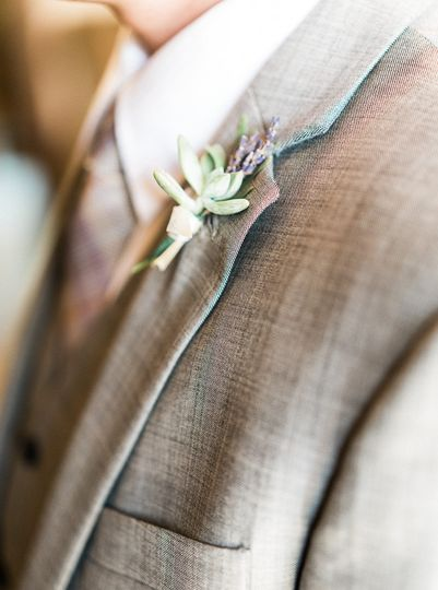 details on the groom photography
