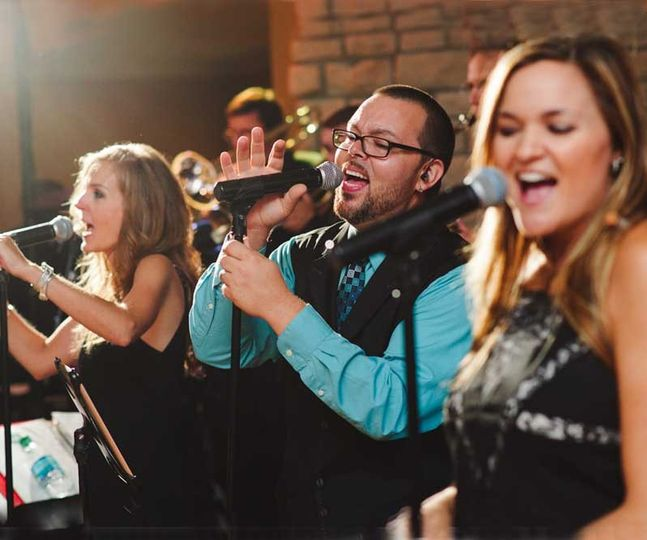 The Avenue band featuring Scott Savol of American Idol.