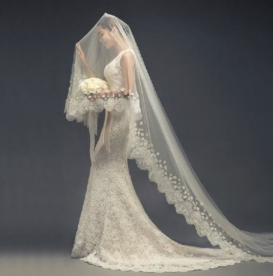 Scalloped lace and flowers cathedral veil