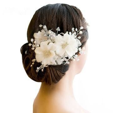 White flower hair clip with crystal and pearl spray