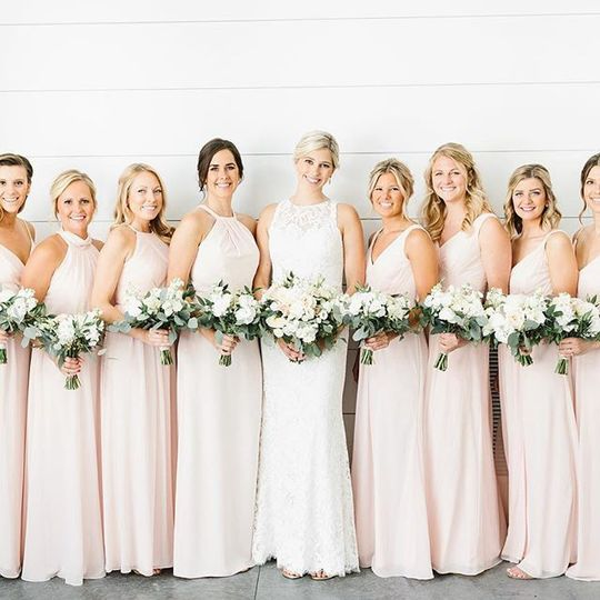 Bridal party with bouquets | Shane Long Photography