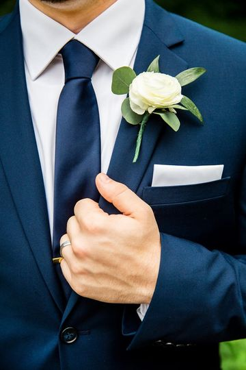 Groom's boutonniere | Krista Esterling Photography