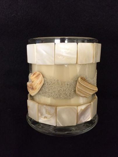Ocean Scent - opal tiles and pieces of shells on sea sand decorate this candle.