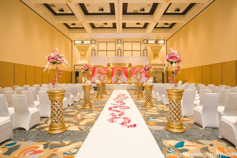 Citron Ballroom is a 16,530 square foot ballroom with three divisible sections. Citron is an...