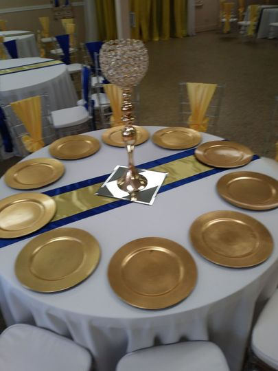 Table setting with gold and blue decor