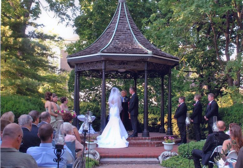 Outdoor wedding at the Deminille House