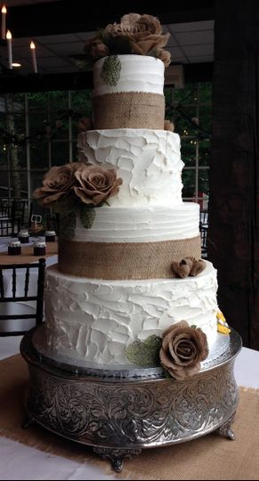 Wedding cake with neutral colors