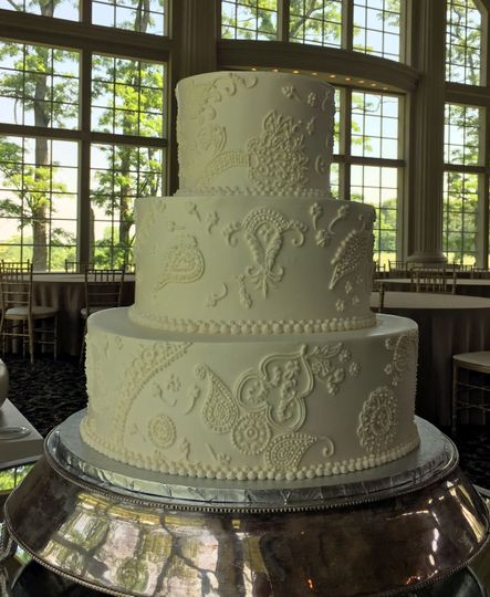 0a860b9549354c00 wedding cakes piping 13