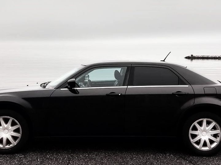 Tmx Chrysler 300 At Bay Hs1 51 195949 157540262150412 Frederick wedding transportation