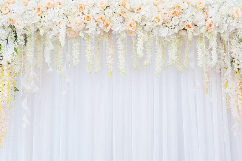 White roses details