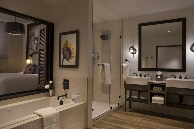luxury suite bathroom resized
