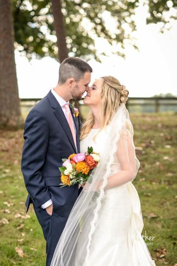 Couple kissing | Leigh Walther Photography