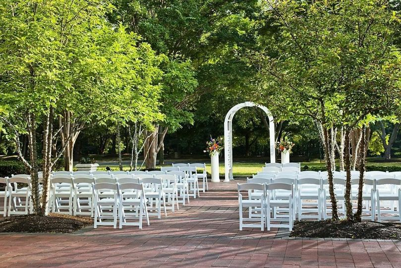 e1febf204841bf35 1430566118412 patio ceremony