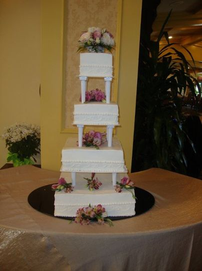 columns square wedding cake