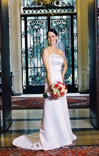 comos club, portrait, bride, flowers