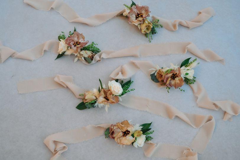 Wristlet corsages