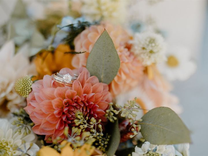 Tmx Thousand Oaks Backyard Wedding Allison Cameron Becca Romero Creative 9 Websize 51 996259 159996984127235 Los Angeles, CA wedding florist