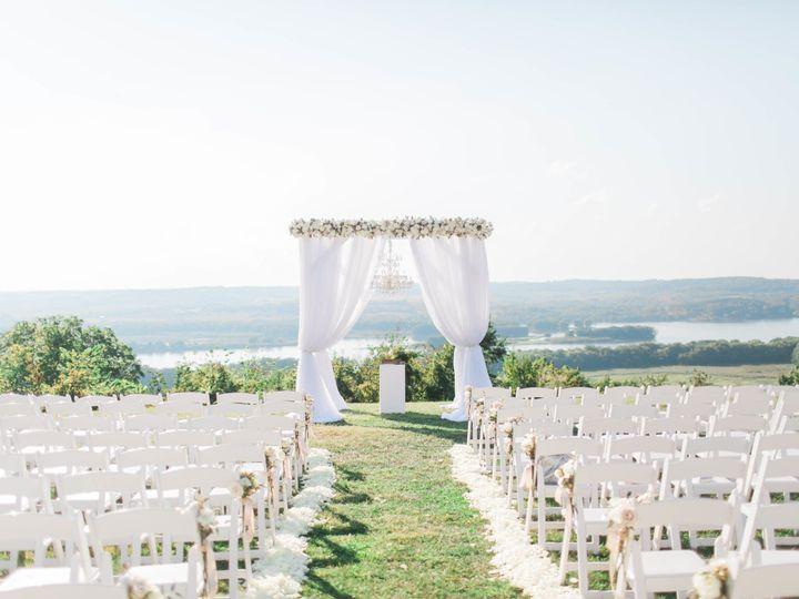 Tmx 1516659348 13324eaf4261484d 1516659339 D8ee20138b0c8536 1516659322952 26 FG5A4272 Bettendorf, Iowa wedding planner