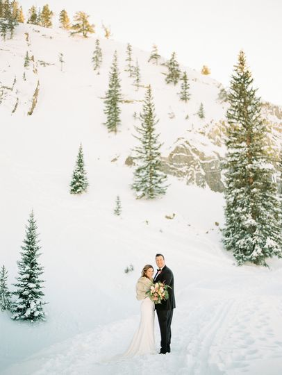 dani cowan photography winter elopement in colorad