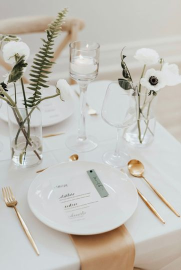 Modern table arrangements