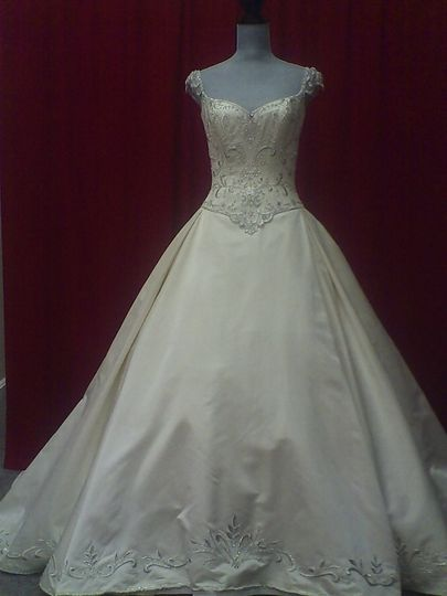 Bridal boutique center gift shop dress attire for Wedding dress shops in ma