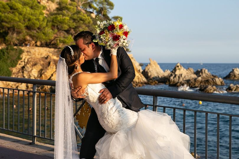 The Kiss by the Mediterranean