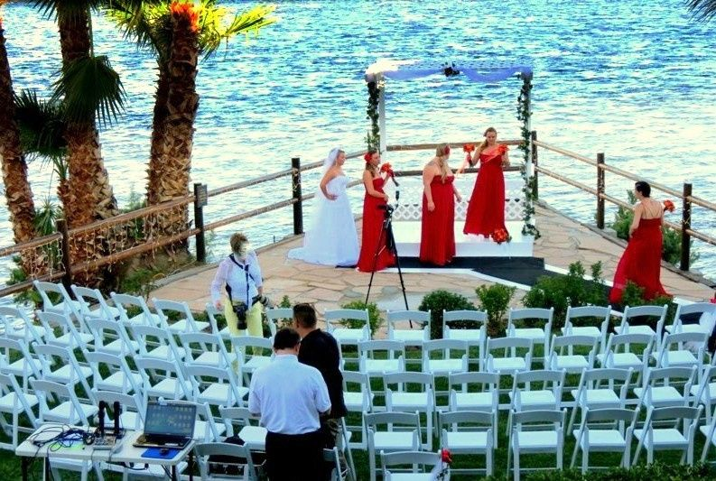 wedding ceremony at the point set up 1 for sit