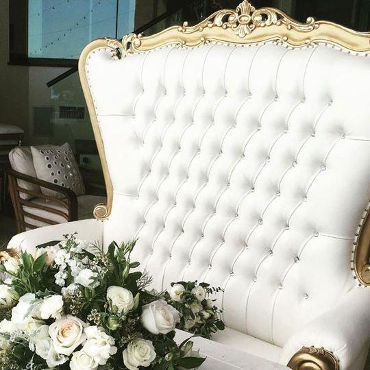 Couple throne