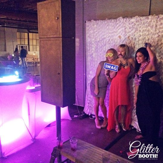 Grand Rapids Wedding Rentals: Glitter Booth Photo Booth