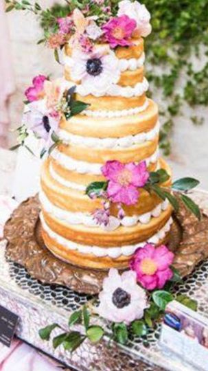 Cake display petals