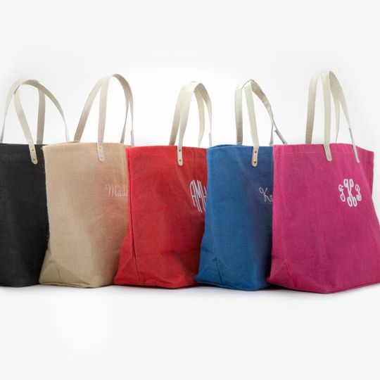 Shoes, jewelry, tissues, flask... personalized jute totes are the perfect carry-all for your girls